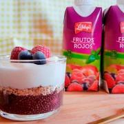 Parfait de chia y avena con zumo Libbys antioxidante de frutos rojos
