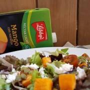 ensalada con aderezo de mango