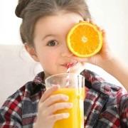 zumo de fruta para los niños